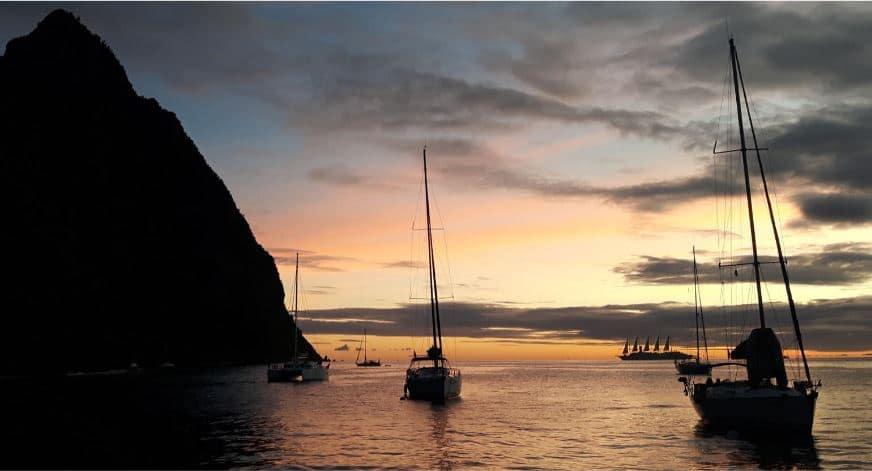 St Lucia, Soufriere Bay – zachód słońca przy Petite Piton